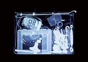 Werkzeugtasche schwarz <br> 1999<br><br> C-Print, 60 x 85 cm