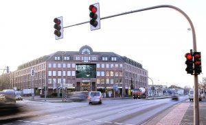 Shootingstar <br> 2000<br><br> Digitaldruck auf Kunststoffgewebe <br> 500 x 750 cm <br> Foto einer örtlichen  Geschwindigkeitsüberwachung <br> Münster <br> <br> <font color=808080> Digital print on plastic fabrics <br> 197 x 295 inch <br> Photo of a local speed monitoring<br> Münster </font>