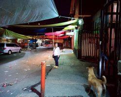 MAYRA DEBAJO DE LAS LONAS  <br> Mexico City 2016 <br><br> C-Print Leuchtkasten<br>  300 x 375 cm<br><br> caja de luz<br> 300 x 375 cm