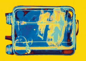 Puppenkoffer Gelb <br> 1999<br><br> C-Print, 60 x 85 cm