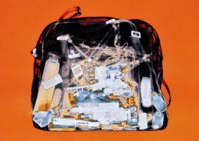 Reisetasche Orange <br> 1999<br><br> C-Print, 60 x 85 cm