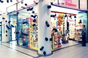 All Over <br> 2000<br> <br> Installation in einer Einkaufspassage<br> 400 Isolierschläuche 15 bis 50 cm, Durchmesser 15 cm<br> 400 Acrylglasscheiben, Durchmesser 9 cm<br> Sophienhof Kiel<br><br>  <font color=#808080>Color Installation in a shopping mall<br> 400 insulation tubes 6 to 20 inch, diameter 6 inch<br> 400 acrylic glass, diameter 3,5 inch<br> Sophienhof Kiel<br>